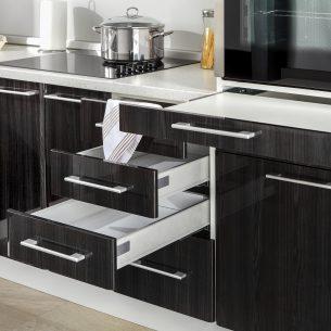 Szuflady i szafki kuchenne, czyli jak funkcjonalnie urządzić kuchnię?