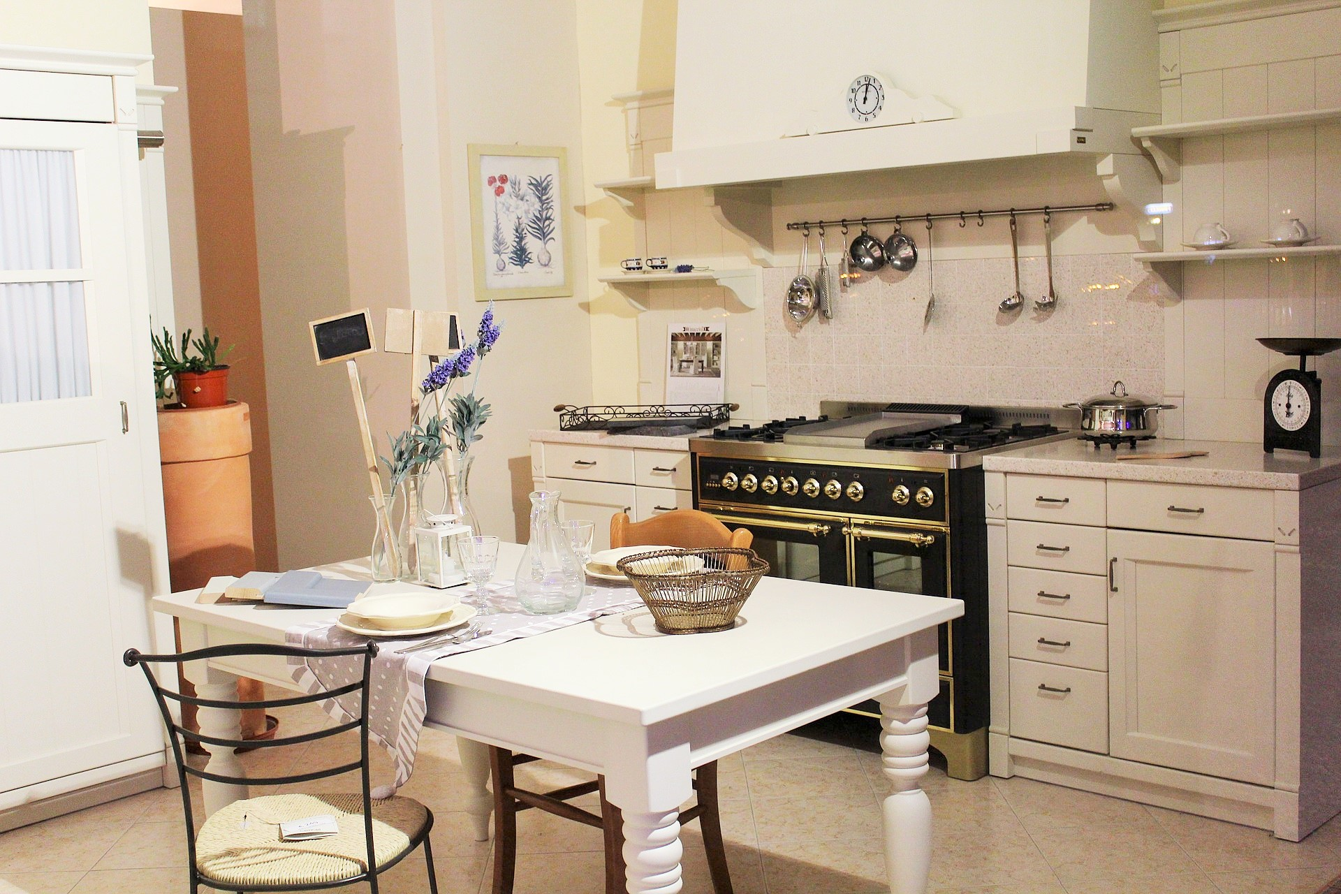 Kuchnia W Stylu Angielskim Piękno Codziennych Przedmiotów