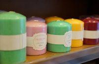 Świece zapachowe - kolorowa dekoracja DIY