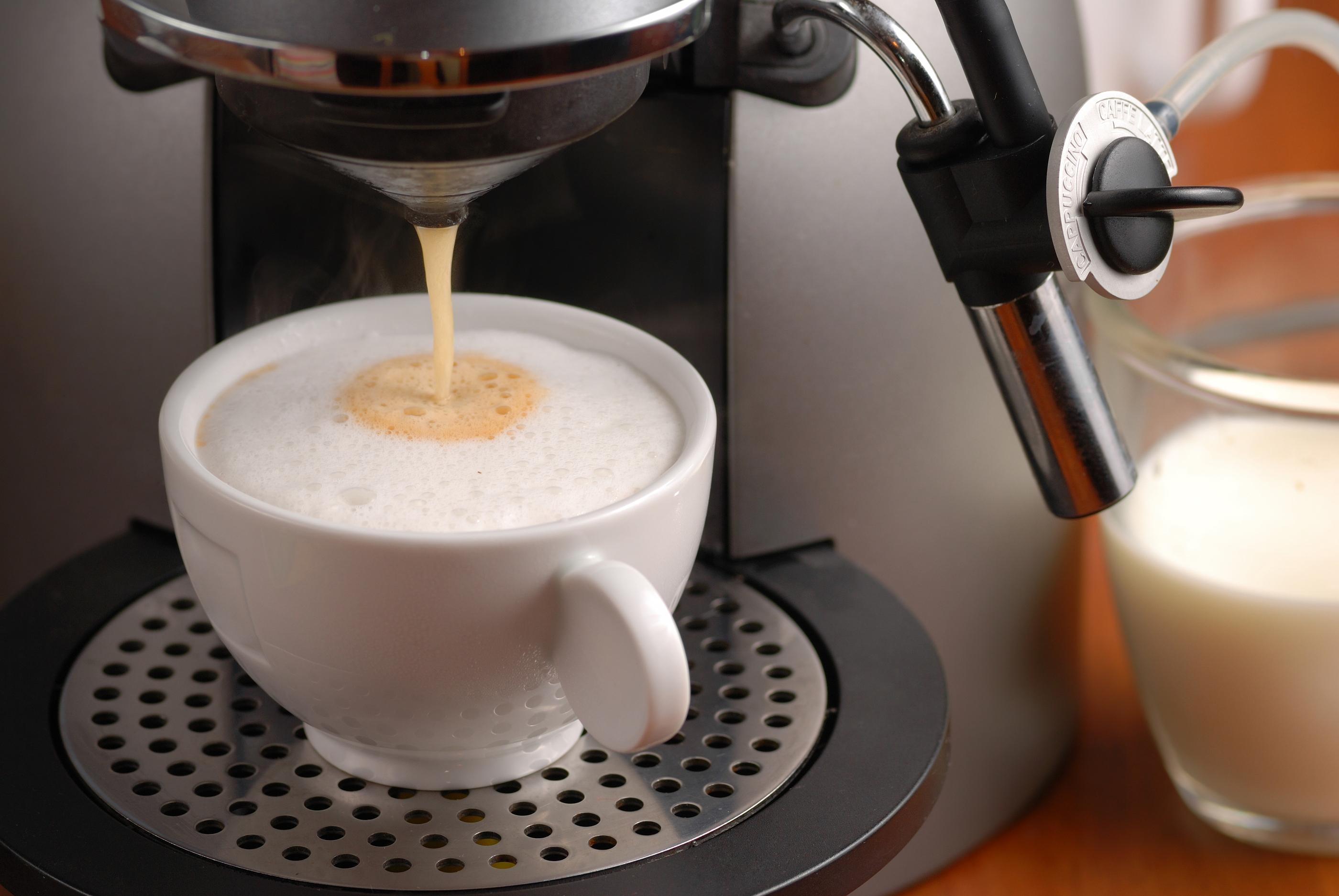 3062eb24 Ekspres do kawy czy kawiarka – w czym parzyć kawę? Porównanie metod!
