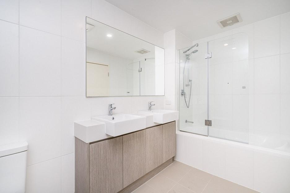 Wanna Z Parawanem Dobre Rozwiązane Do Malej łazienki