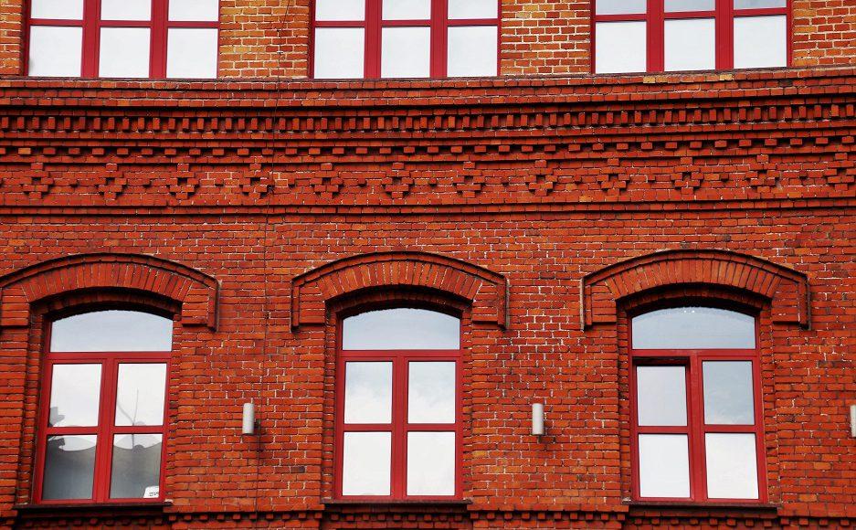 Jakie okna wybrać do mieszkania w bloku